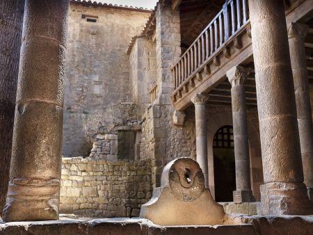 cour du palais abbatial