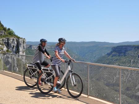 Escapade à Navacelles à pied et en vélo - VAE au belvédère_C°Cigale Aventure