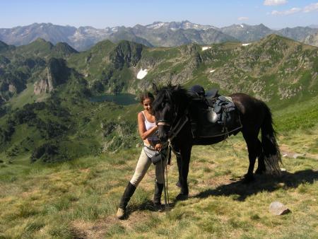 A cheval sur les traces des Cathares - 14/17 ans - Un cheval et sa cavalière_C°Soularac
