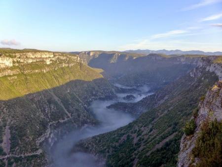 ROADTRIP ENTRE CAUSSES ET CEVENNES - Brouillard au Cirque de Navacelles_C°SMGSF Nav