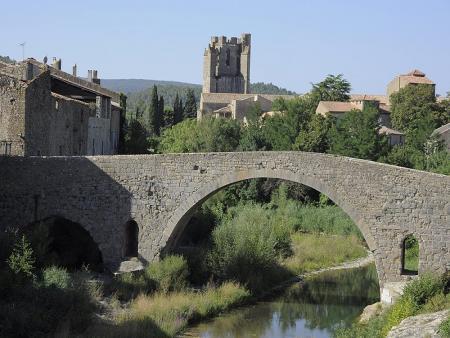 Lagrasse, village médiéval de caractère point de départ des journées à vélo