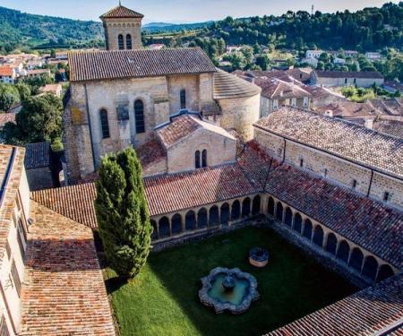 Abbaye de Saint Hilaire visite et secrets révélés